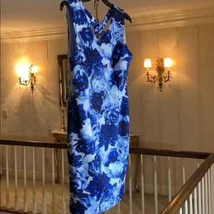 T Tahari Multi Blue Roses Stretch Sheath Dress NWT